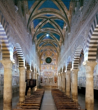 3 San Gimignano collegiata veduta navata centrale verso la facciata 5 copia